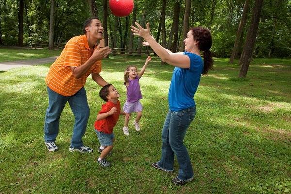 çocuklarla ilgilenmek